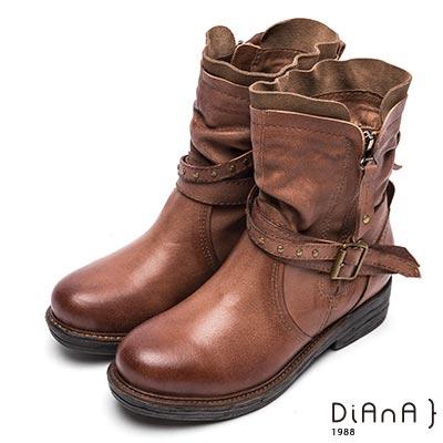 DIANA 英倫復古—抓皺拼接鉚釘繫帶異色短靴-棕