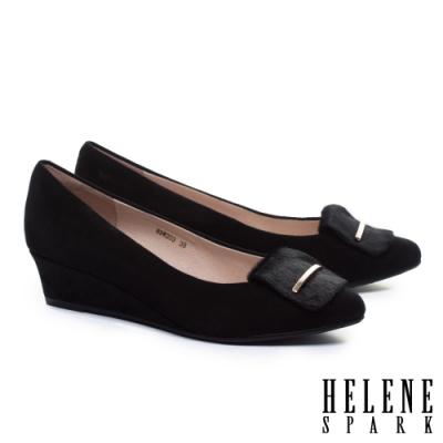 高跟鞋 HELENE SPARK 沉穩素雅金屬釦羊麂皮楔型高跟鞋-黑