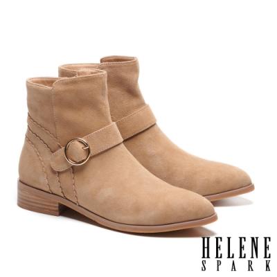 短靴 HELENE SPARK 簡約率性金屬圓釦羊麂皮尖頭低跟短靴-米