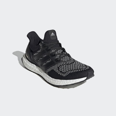 adidas ULTRABOOST DNA 跑鞋 男/女 AQ5561