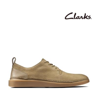 Clarks 步步清新 簡約復古精緻縫線設計休閒男鞋 砂岩色