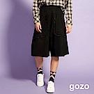 gozo 荷葉邊口袋低檔及膝寬褲(黑色)