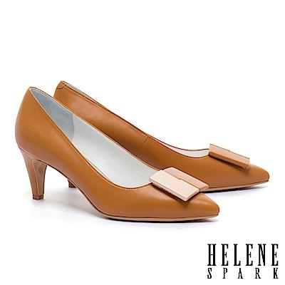 高跟鞋 HELENE SPARK 經典知性撞色方釦羊皮尖頭高跟鞋-咖