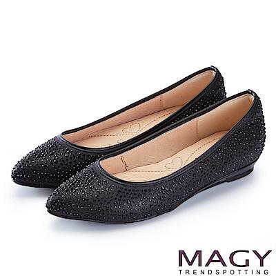 MAGY 低調奢華的美感 閃耀水晶鑽飾尖頭平底鞋-黑色