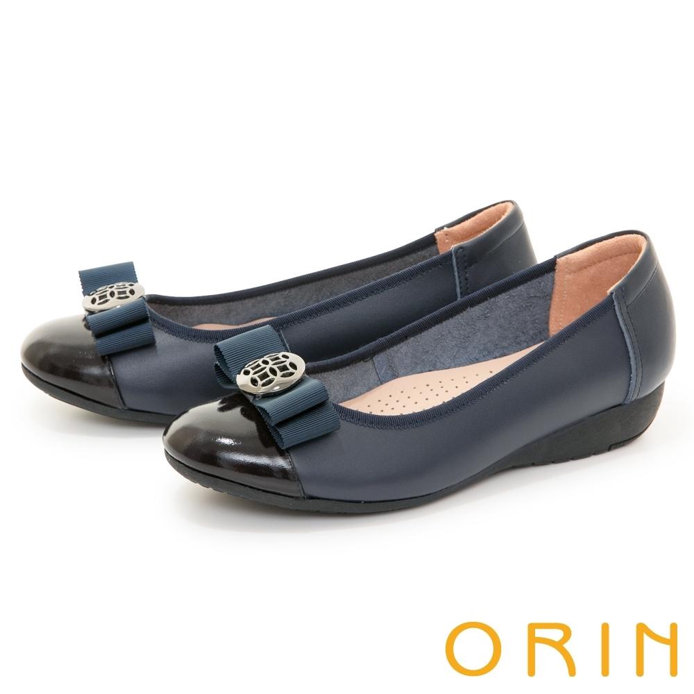 ORIN 金屬簍空圓釦真皮楔型 女 低跟鞋 藍色