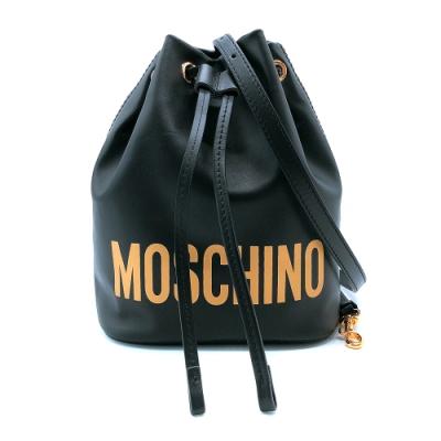 [時時樂限定]MOSCHINO 金徽標印花牛皮手拿斜背二用水桶包(黑)