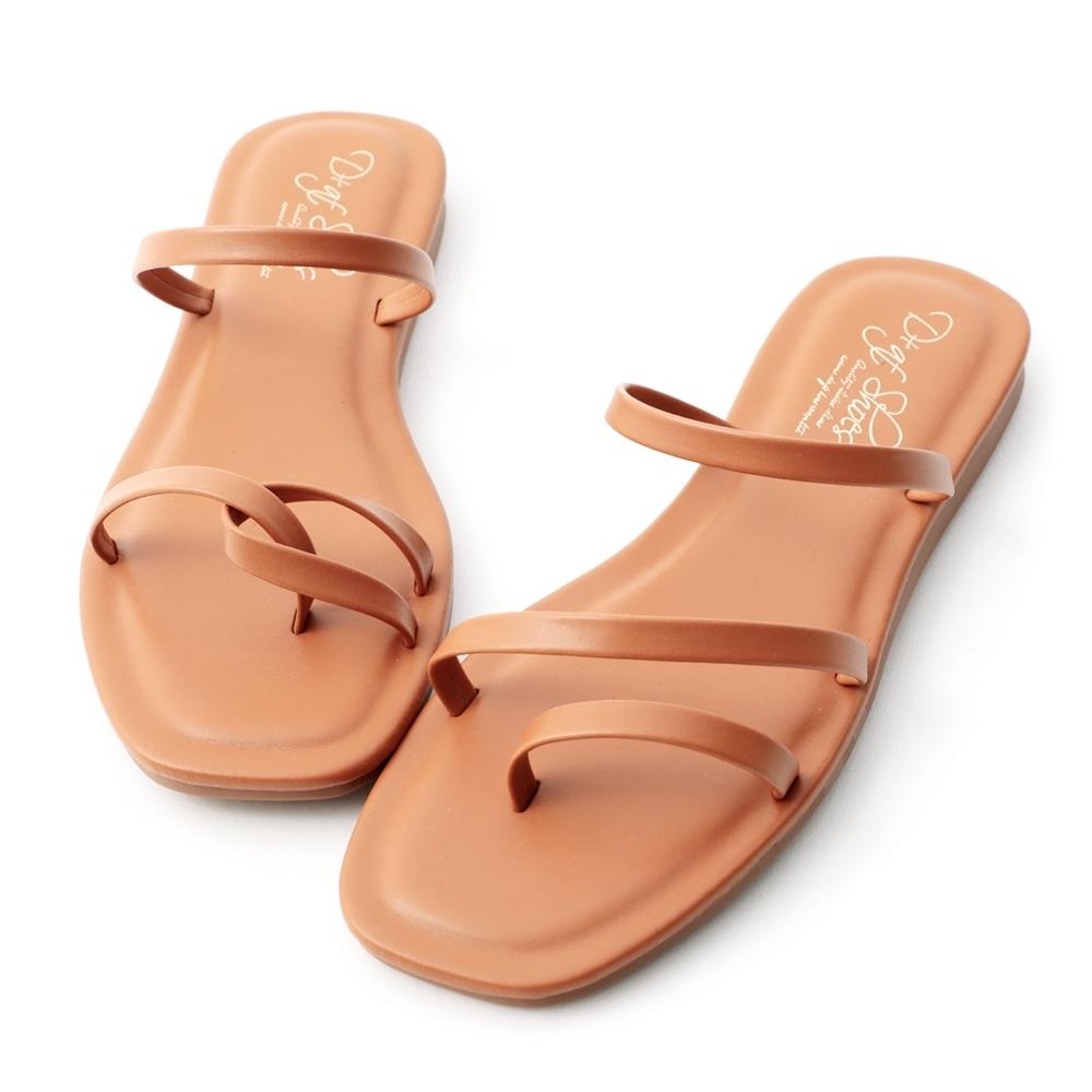 D+AF 獨特夏氛.不對稱設計平底涼鞋*棕
