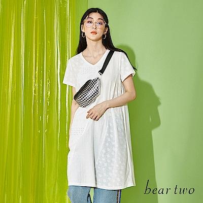 beartwo 拼接透膚雕花蕾絲長版上衣(二色)