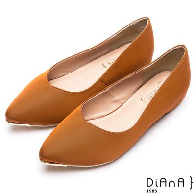 DIANA 魅力典雅--米蘭防潑水布尖頭平底鞋-焦糖色