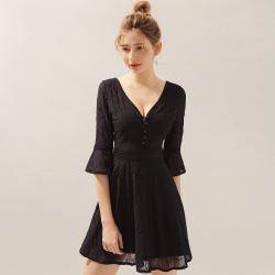 AIR SPACE 繡花排釦七分袖傘襬短洋裝(黑)
