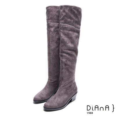 DIANA 絕美潮流–簡單大方流線水鑽粗跟長靴 – 灰