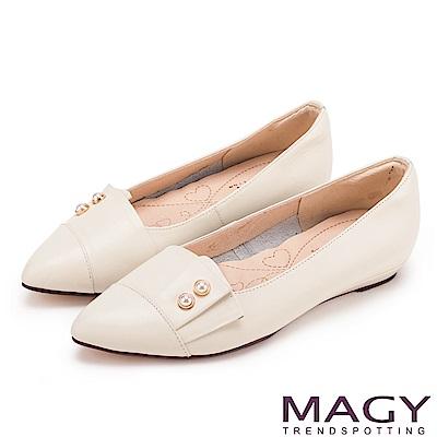 MAGY 低調時尚 特殊造型剪裁百搭尖頭平底鞋-米色