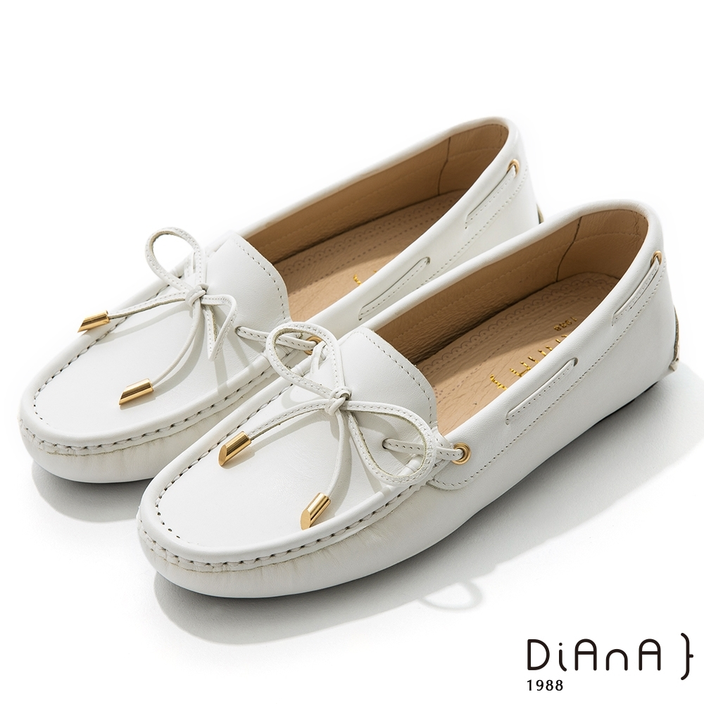 DIANA 0.5cm 質感牛皮蝴蝶結莫卡辛樂福平底休閒鞋-漫步雲端焦糖美人-牛奶