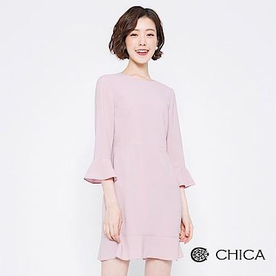 CHICA 優雅篇章拼接荷葉七分袖洋裝(2色)