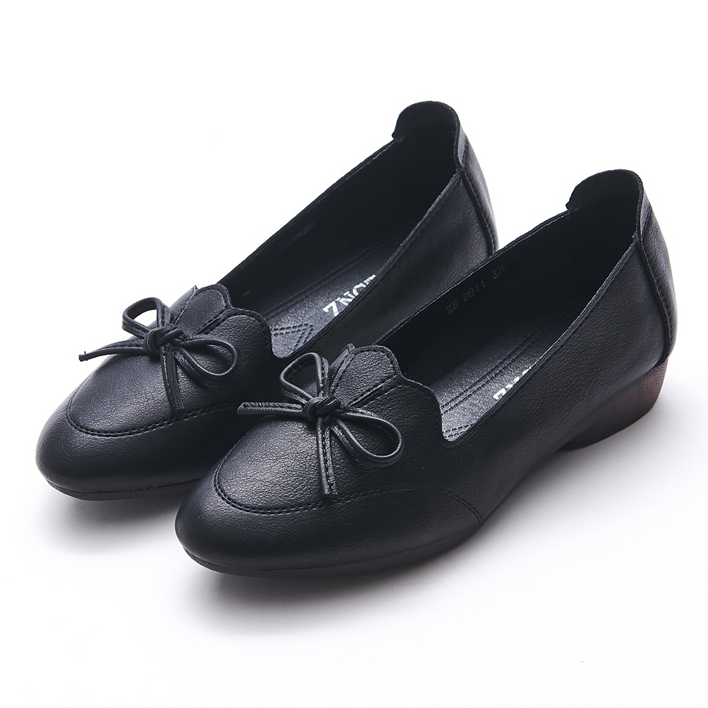 A one  荷葉剪裁蝴蝶結低跟包鞋-黑色