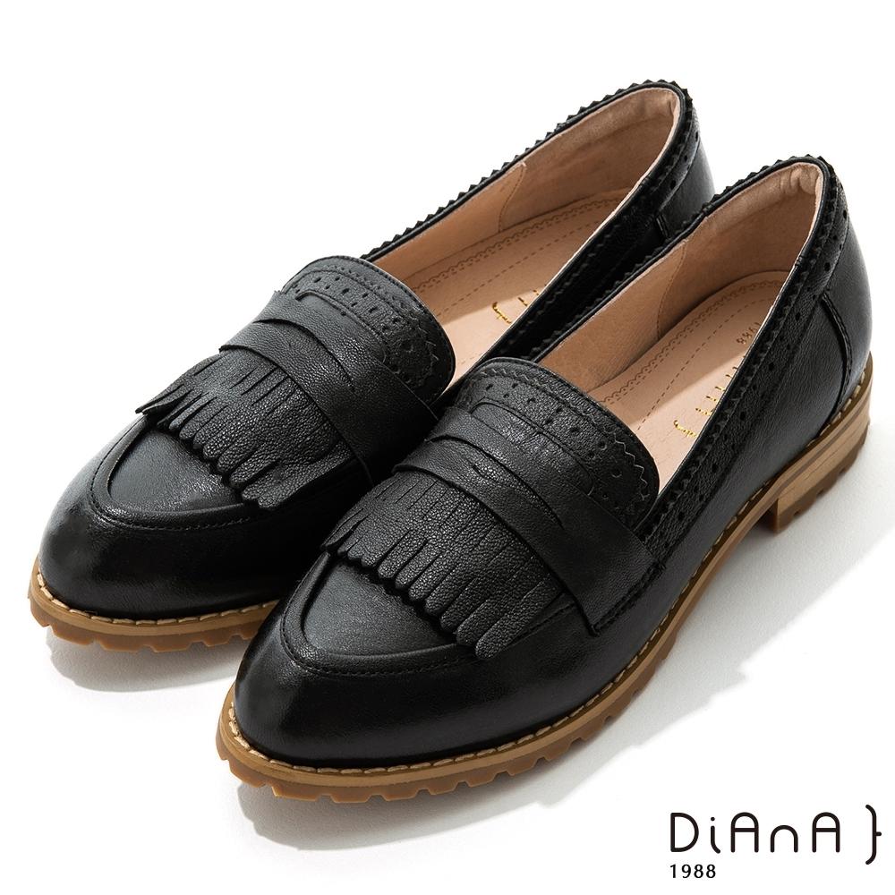 DIANA 2.6cm真皮雕花流蘇牛津低跟鞋-漫步雲端焦糖美人-黑
