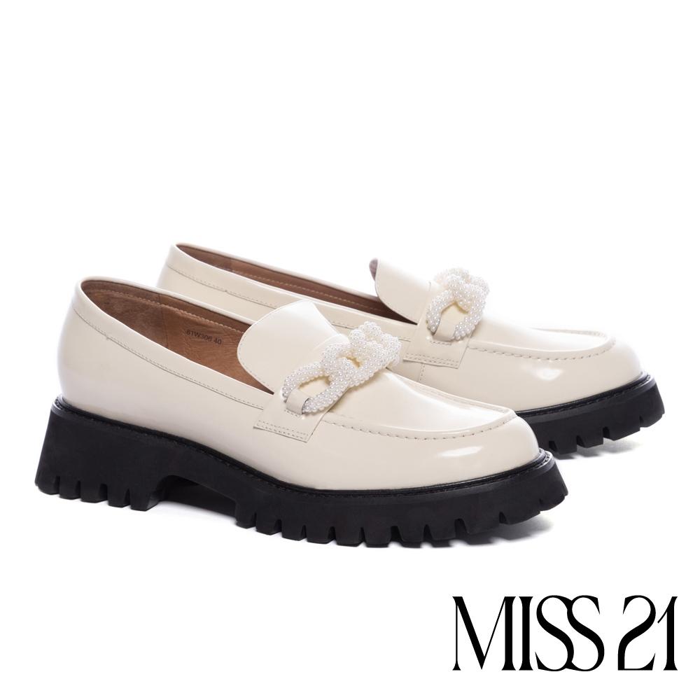 厚底鞋 MISS 21 甜酷氣質珍珠飾鏈開邊珠牛皮樂福厚底鞋-奶白
