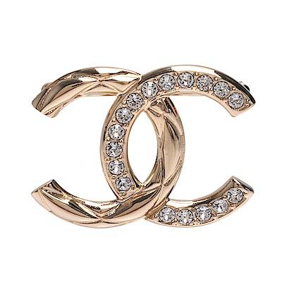 CHANEL 經典雙C LOGO水鑽鑲飾刻紋造型胸針(金)
