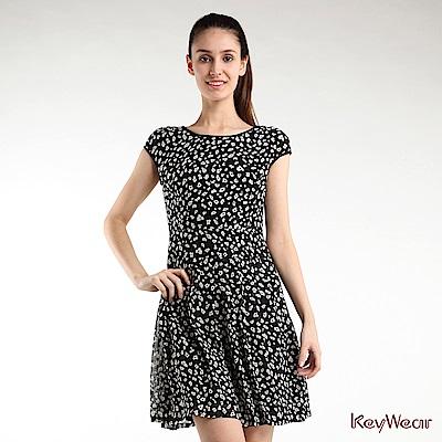 KeyWear奇威名品    浪漫優雅趣味點點印花短袖洋裝-黑色