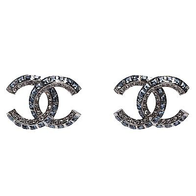 CHANEL 經典雙C LOGO雙色方鑽排列鑲嵌穿式耳環(藍X銀)