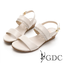 GDC-淡雅素色簡約氣質雕花一字楔型涼鞋-米色