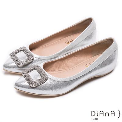 DIANA 宴會必勝--晶耀水鑽方形飾釦尖頭平底鞋–銀