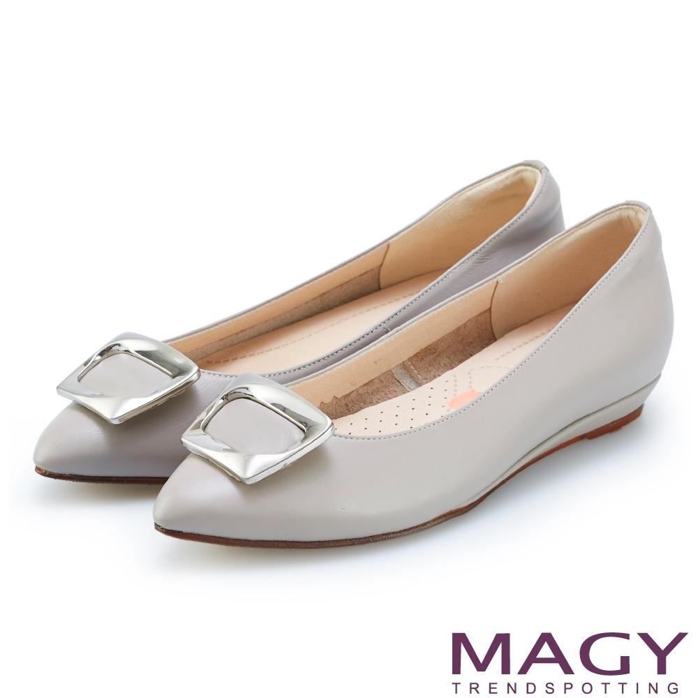 MAGY 方型飾釦牛皮尖頭平底鞋 灰色