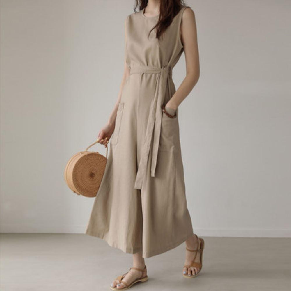 La Belleza素色圓領後拉鍊附綁帶側邊大口袋連身闊腿褲