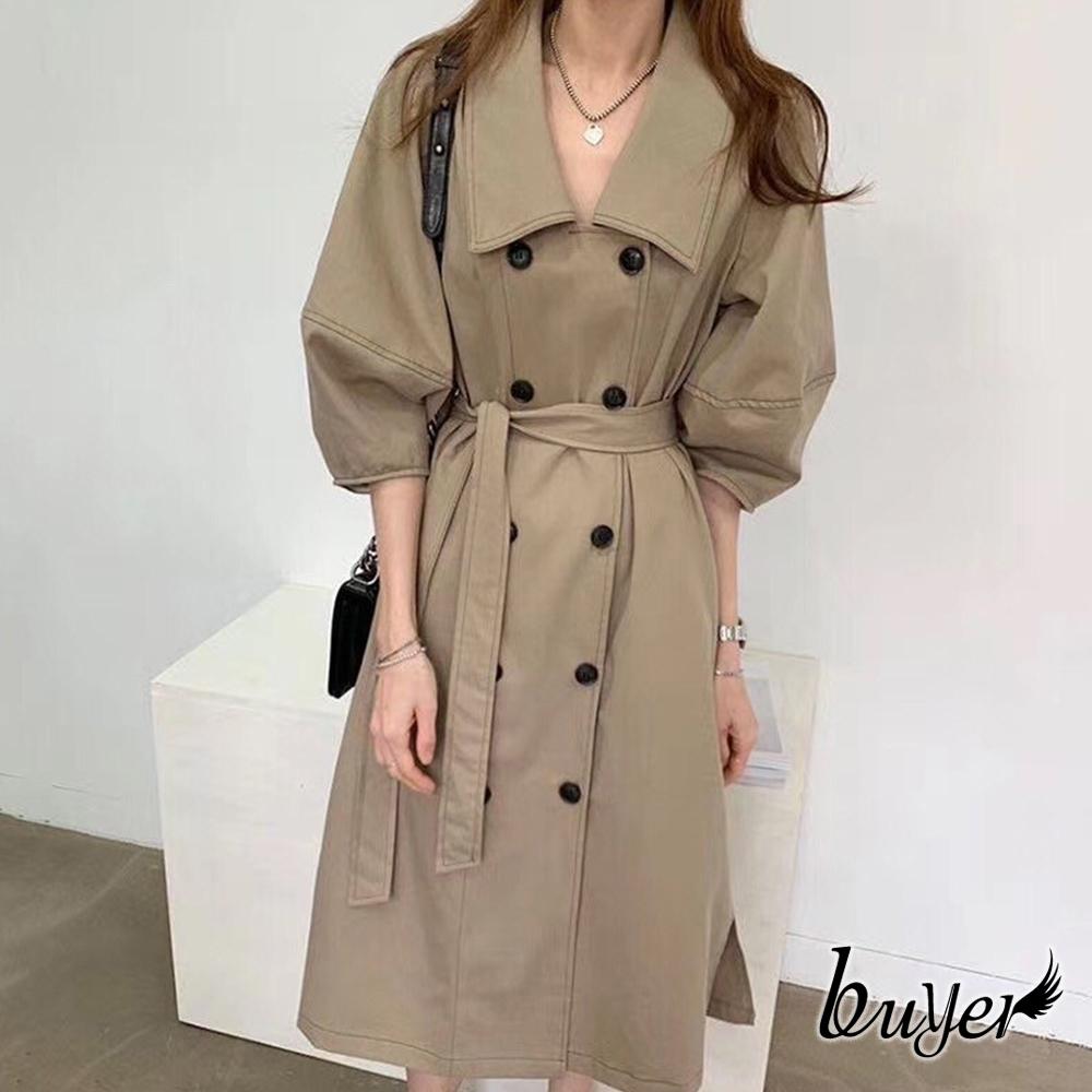 【buyer 白鵝】率性 車線雙排釦長版風衣外套(卡其)