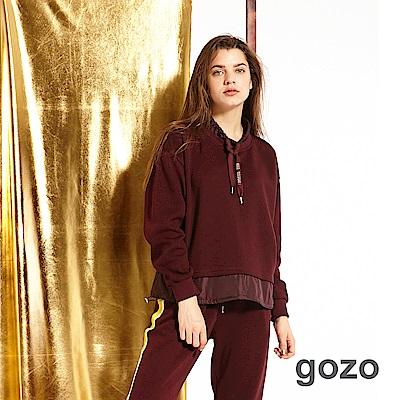 gozo 運動風異材質拼接印花抽繩上衣(二色)