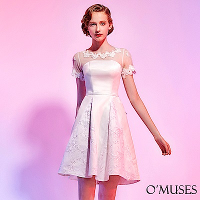 蕾絲刺繡拼接緞短禮服-OMUSES