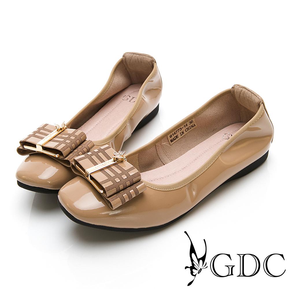 GDC-英倫真皮質感格紋素色微方頭上班平底包鞋-卡其色