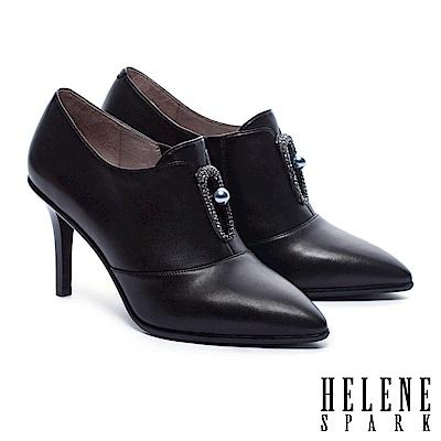 踝靴 HELENE SPARK 優雅弧形珍珠鑽釦羊皮美型尖頭踝靴-黑