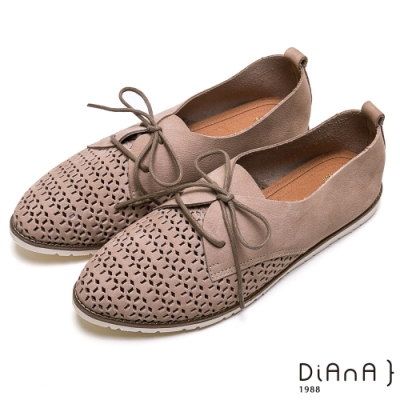 DIANA 質感鏤空幾何綁帶蝴蝶結休閒鞋-漫步在雲端厚切焦糖美人-灰