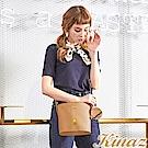 KINAZ x PEANUTS™ 光合野餐斜背水桶包-焦糖咖啡-好日子系列