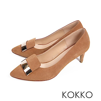 KOKKO - 經典金屬方扣尖頭真皮高跟鞋-大地棕