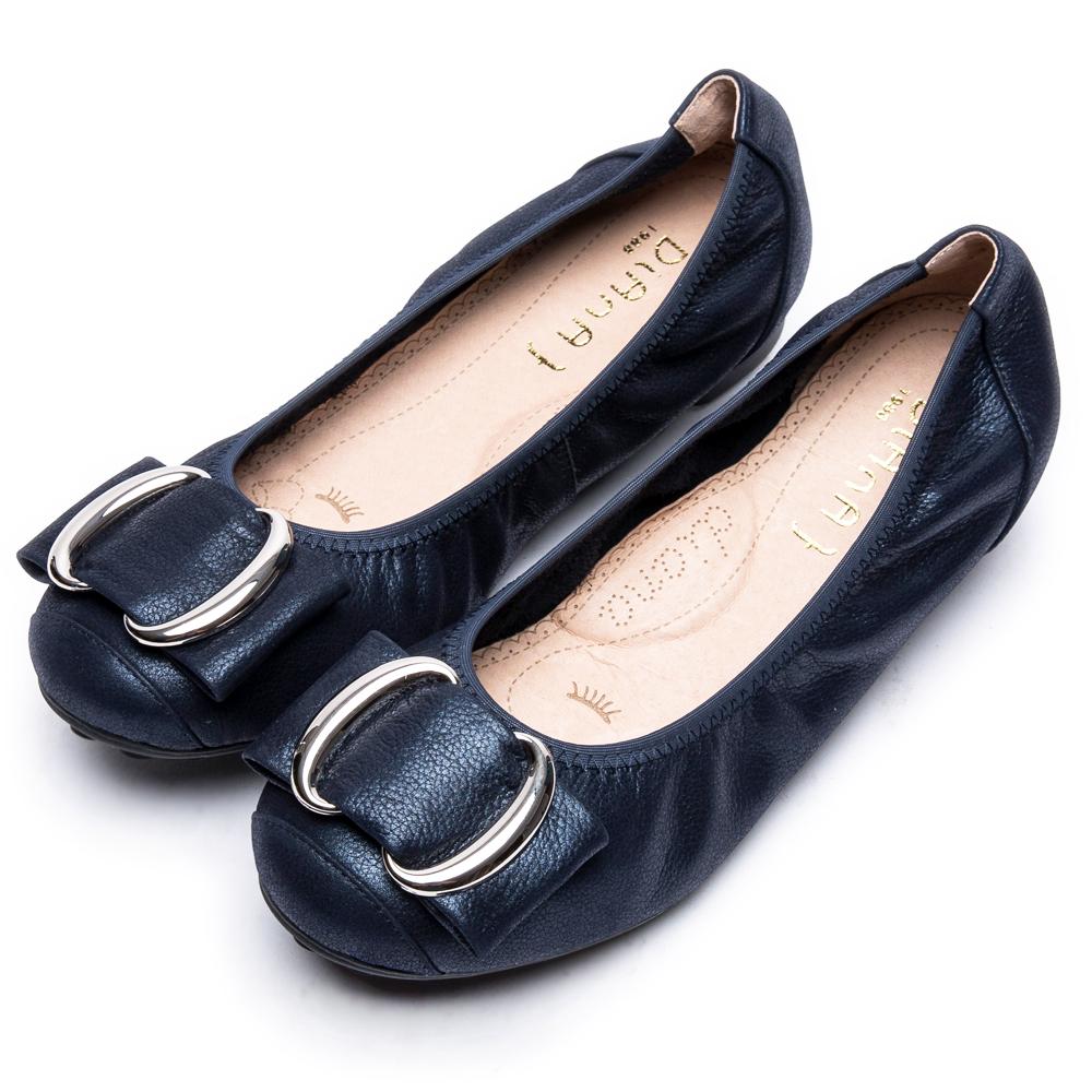 DIANA雙C金屬釦真皮平底鞋-漫步雲端厚切焦糖美人款-深藍