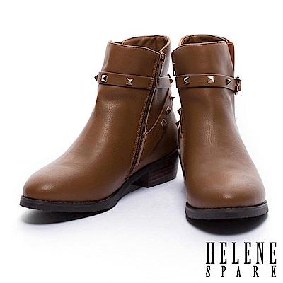 短靴 HELEN SPARK 率性時尚金屬鉚釘繫帶粗低跟短靴-棕