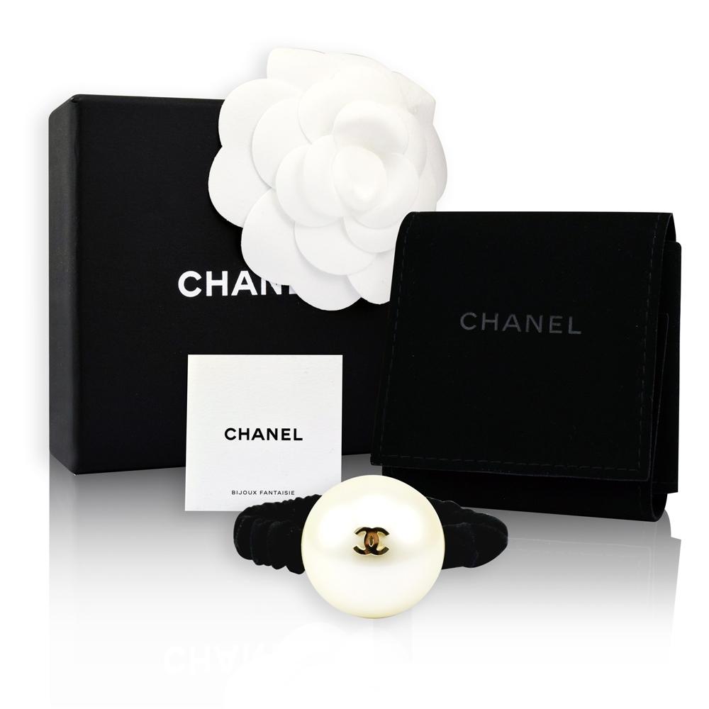CHANEL 香奈兒 經典雙C LOGO大珍珠造型髮束(金)