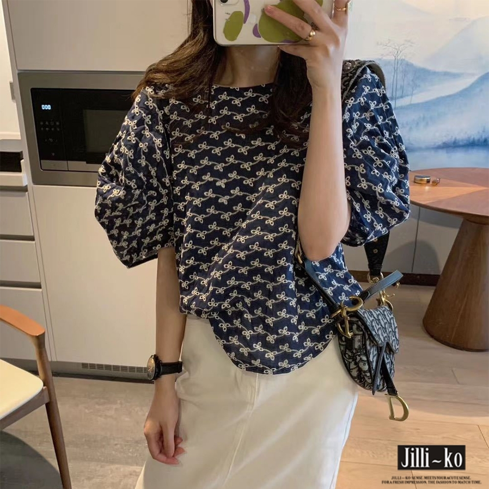 JILLI-KO 刺繡鏤空泡泡袖寬版小衫- 藍/白