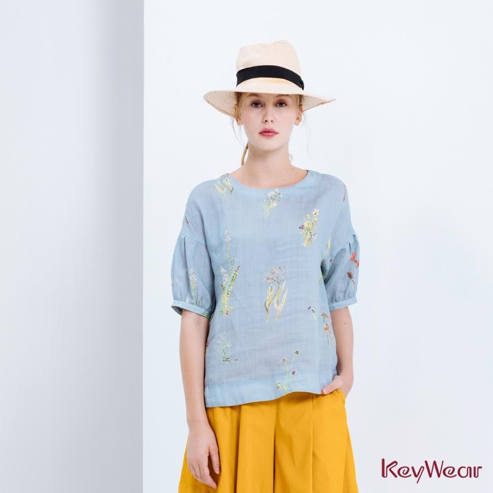 KeyWear奇威名品   精美水彩圖案上衣-水藍色
