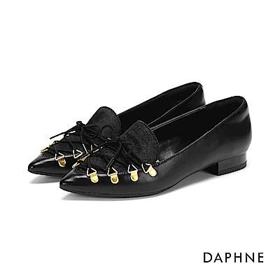 達芙妮DAPHNE 平底鞋-金屬釦綁帶拼接低跟平底鞋-黑