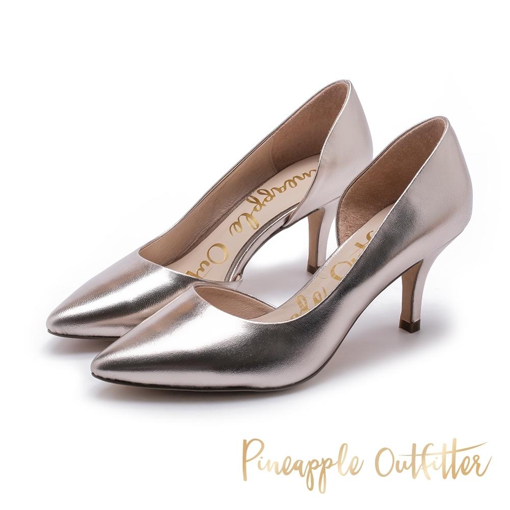 Pineapple Outfitter-PIERA 側挖空絨面尖頭高跟鞋-亮金色