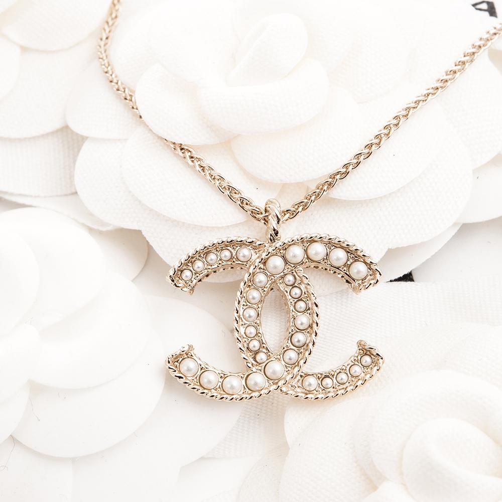 CHANEL 經典雙C LOGO鑲大小珍珠金邊繩結造型項鍊 (金色)