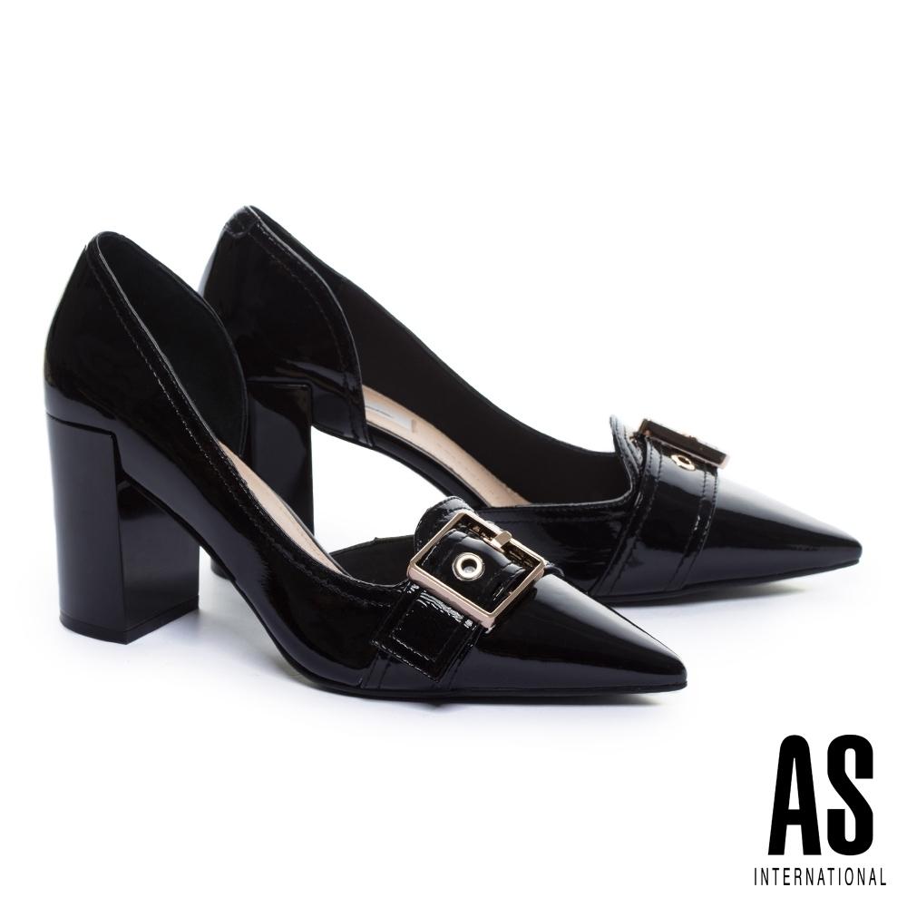 高跟鞋 AS 摩登懷舊金方釦條帶皺牛漆皮尖頭粗高跟鞋-黑