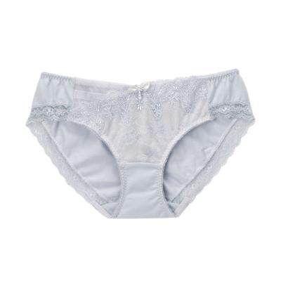 莎薇-魔力推推系列 M-3L低腰三角褲(淺灰) 透氣包臀 刺繡蕾絲