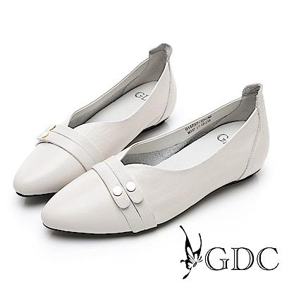 GDC-尖頭素面歐美質感小圓釦上班V型剪裁平底包鞋-米色