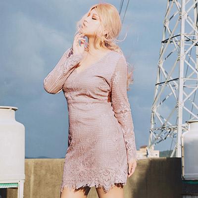 AIR SPACE PLUS 美背挖空透膚蕾絲綁帶V領洋裝 (粉紅)