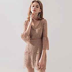 鈎織蕾絲V領合身洋裝
