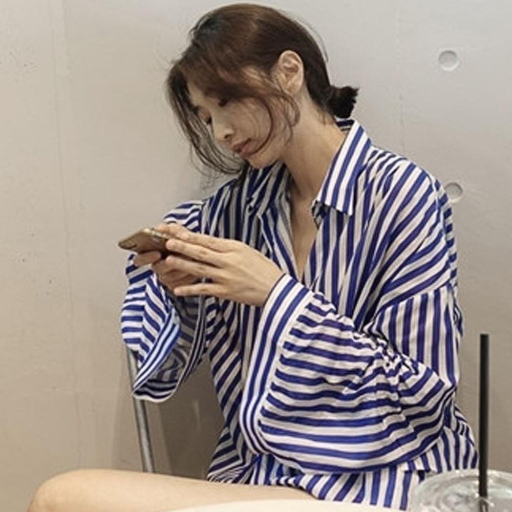 MOCO藍色粗條紋長版寬鬆長版排釦襯衫